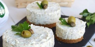 Mini-cheesecake aux olives vertes