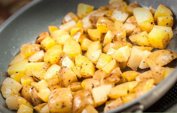 Pommes de terre sautées à l'ail et au thym