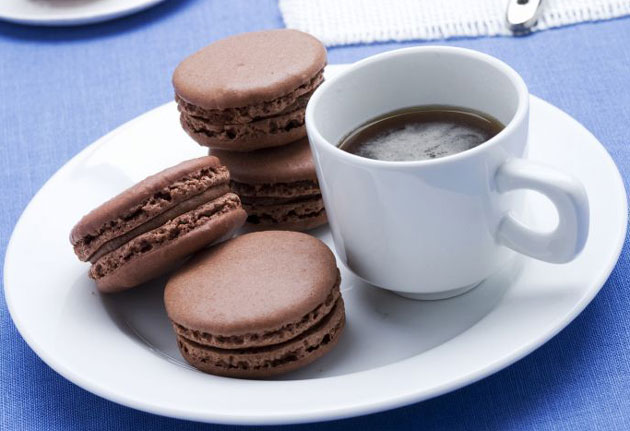Macarons au chocolat noir inratables avec thermomix plat for A table avec thermomix