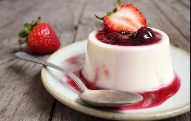 panna cotta au coulis de fraise avec thermomix plat et recette. Black Bedroom Furniture Sets. Home Design Ideas