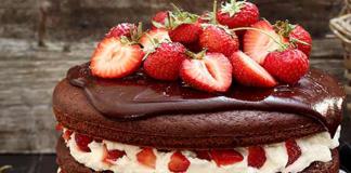 Layer cake aux fraise chocolat et crème fouettée au Thermomix