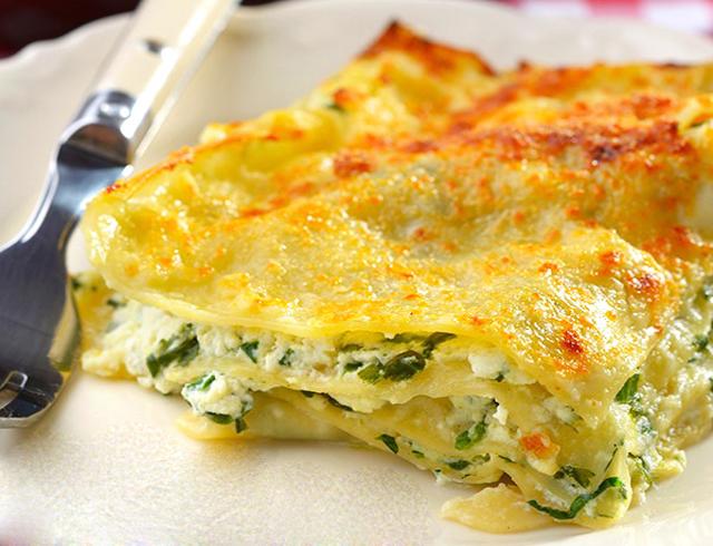 lasagnes aux épinards et ricotta WW, un savoureux gratin léger à base d'épinards, de ricotta et de béchamel légère, facile et simple à réaliser pour un repas léger.