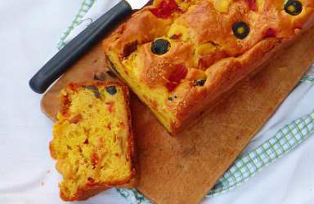 Cake Salé aux Poivrons et Olives Noires WW